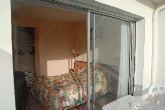 Hotel Restaurant des Sablons : chambre ier étage avec terrasse