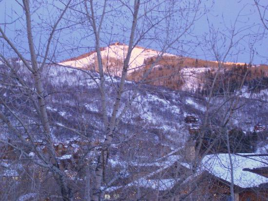 Trappeur's Crossing Resort and Spa: Ski area at sunset from Trappeurs