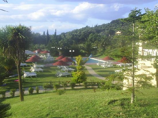 Rebecca's Village Hotel Apartments : pool/garden area