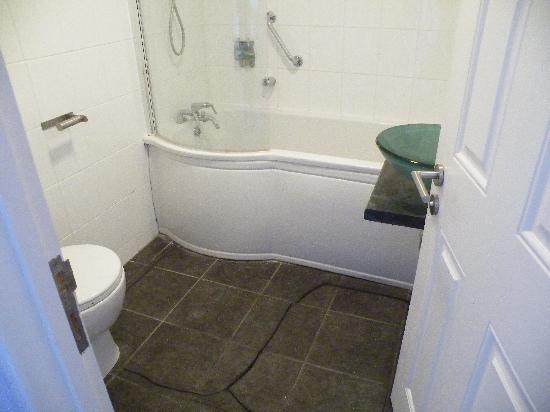 Seafield House: Bathroom