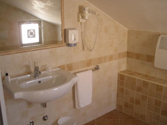 Residence Aurelia Antica: bathroom