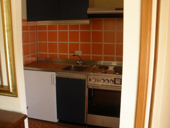 Residence Aurelia Antica: kitchen