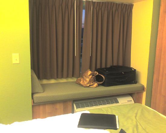 Microtel Inn & Suites by Wyndham Delphos: Window seat