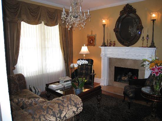 Adagio Inn: The relaxing sitting area at the Adagio