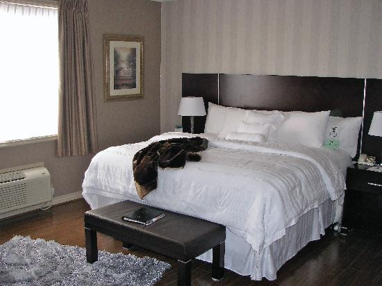 Oakville, Canadá: THE COMFY KING BED