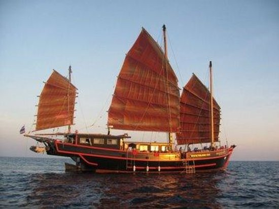 Kathu, Tailandia: Our favourite Liveaboard boat - The Junk