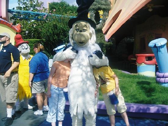 Universal Studios Florida: peek a boo