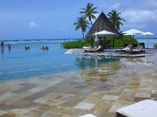 Four Seasons Resort Maldives at Kuda Huraa: The pool