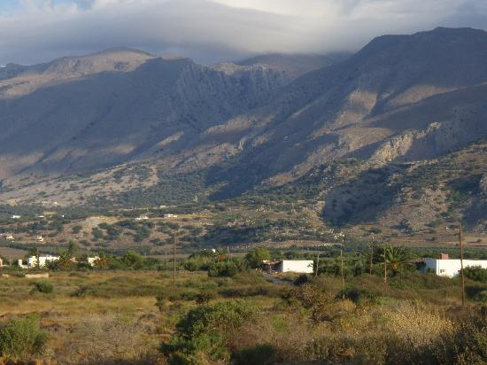 Flisvos Taverna: The Frangocastello plain and Mountains