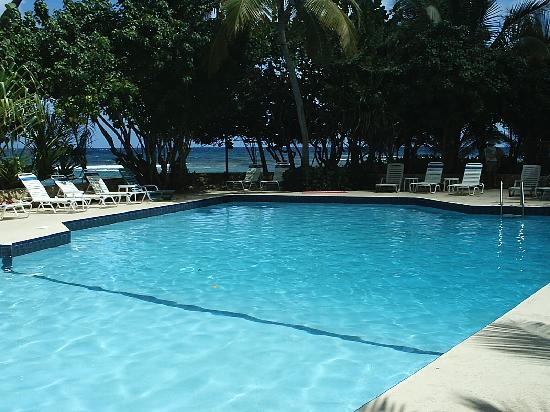 The Palms at Pelican Cove : Largest fresh water pool on Island
