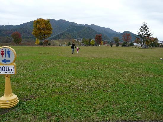 Lake Miyagase: 湖畔園