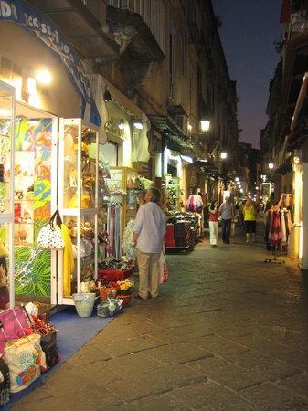 ซอร์เรนโต, อิตาลี: Sorrento at night