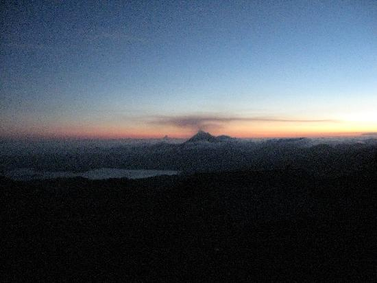 Mirador Lodge : sunset over arenal volcano