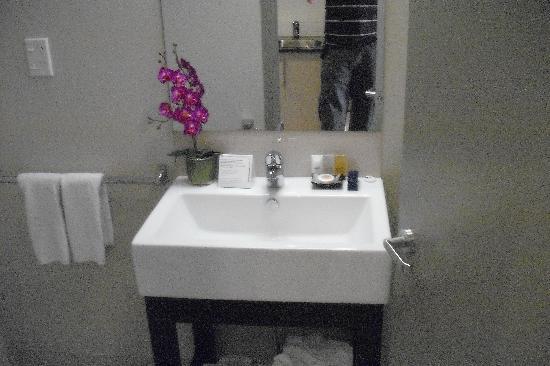 โรงแรมโอกแลนด์ซิตี้ ถนนฮอปซัน: Modern bathroom