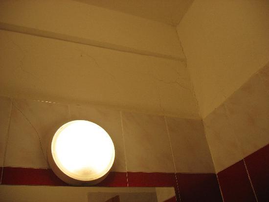 Dimaro, Italia: Particolari del bagno 1metro x 1 metro