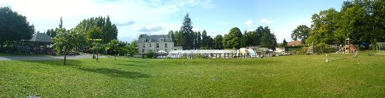 Muides sur Loire, Francia: Panoramic of the pool and house