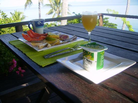 Naveria Heights Lodge: Tropical freshly picked fruit breakfast