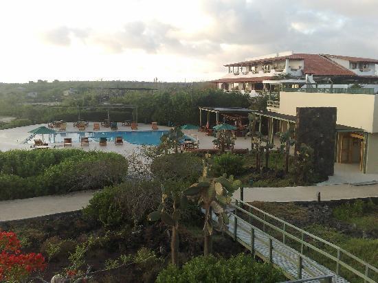 Finch Bay Eco Hotel: vista dese habitacion hacia hotel y pileta