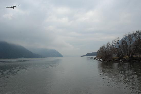 entrance to the Hudson Highlands  from the Cold Spring Waterfront