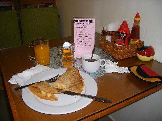 Hanoi Serenity Hotel: they serve great FREE breakfast here