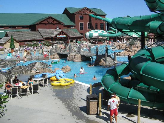 Glacier Canyon Lodge: View of Lake Wilderness Outdoor Waterpark