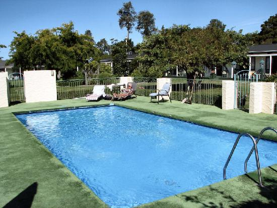 Equestrian Lodge Motel: Equestrian Lodge Swimming Pool