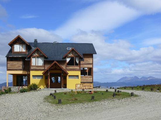 Tierra de Leyendas Boutique Hotel: La Hostería al fondo las montañas de Chile