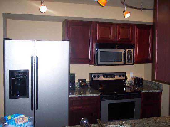 Lake Eve Resort: nice size kitchen