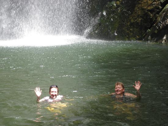Mai Dive - Astrolabe Reef Resort: At the waterfall