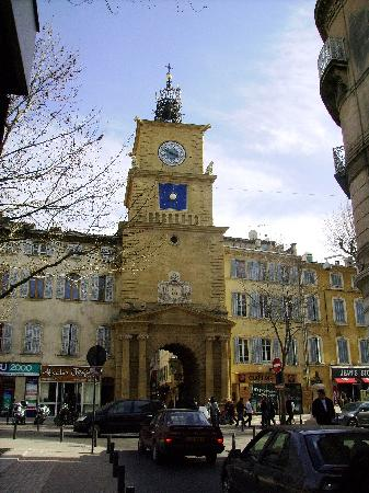 Hotel Select : La Tour de l'hôteloge, à 150m de l'hôtel