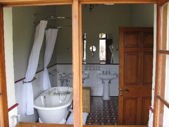 Ceylon Tea Trails : Bathroom Tiensten