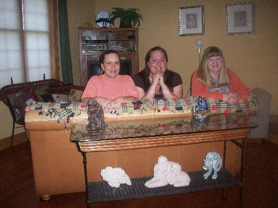 Scottish Bed & Breakfast: Couldn't have asked for better people to stay around.  They were wonderful.  Look at our smiles!