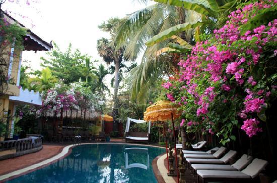 Bopha Siem Reap Boutique Hotel: プールサイド