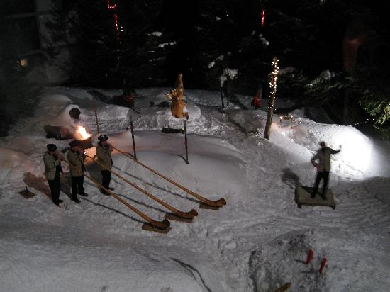 Swiss Family Hotel Alphubel: Alphorn on Thursday, followed by fireworks