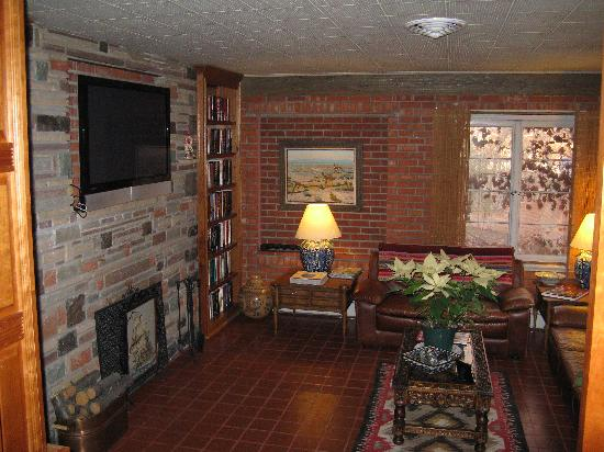 Casa Blanca Inn & Suites: common area