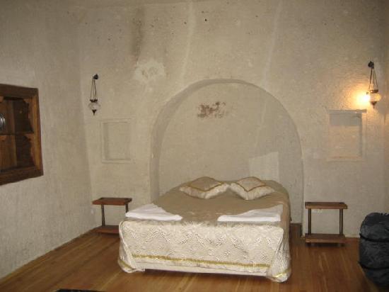 Dervish Cave House: bedroom