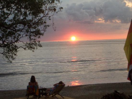 Hotel Kunterbunt: Sonnenuntergang vor der Haustür