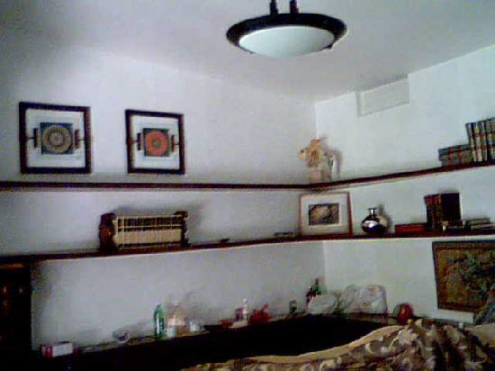 Estadia Hotel: Mirror in bedroom