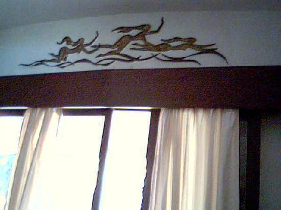 Estadia Hotel: Decoration over the door to the garden