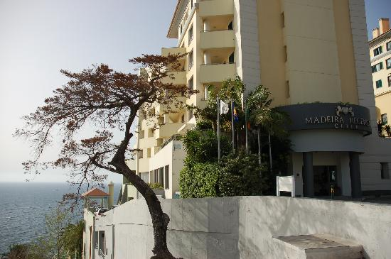 Madeira Regency Cliff: Hotel entrance at upper level with rooms below