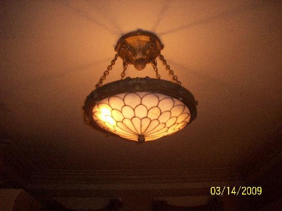 Walnut Street Inn: Really awesome light fixture