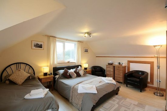Stornoway, UK: Comfortable, modern furnished bedroom