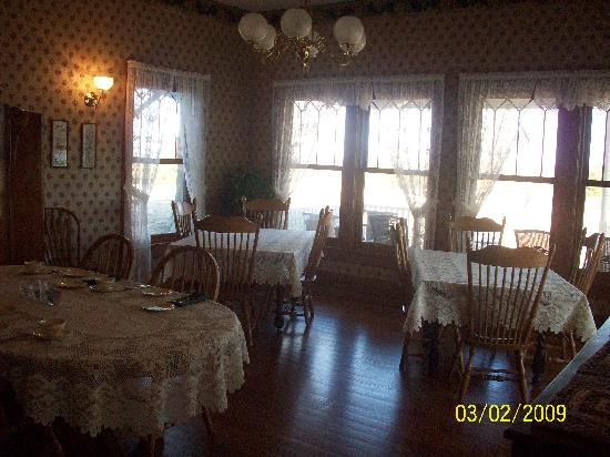 Country Oaks Bed & Breakfast : breakfast room