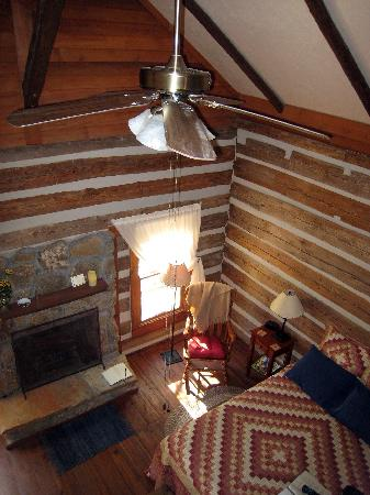 Granbury Log Cabins: View of room from the loft