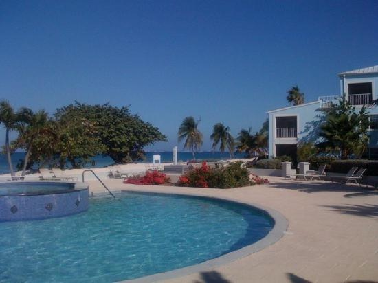 The Grandview Condos Cayman Islands : Grandview pool