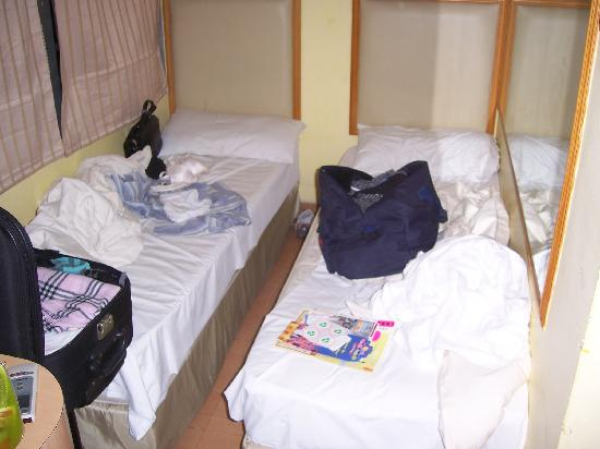 Wing Sing Hotel: sub standard beds