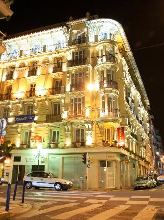 Best Western Plus Hotel Massena Nice: Massena hotel in the evening