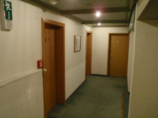Hotel Arlberghaus: Hallway