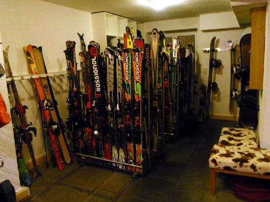 Hotel Arlberghaus: Ski Room
