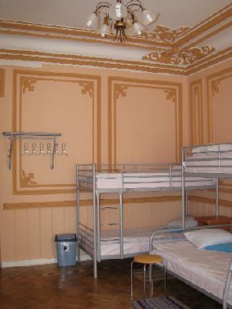 Pilau Economy Hotel: ten-bedded room